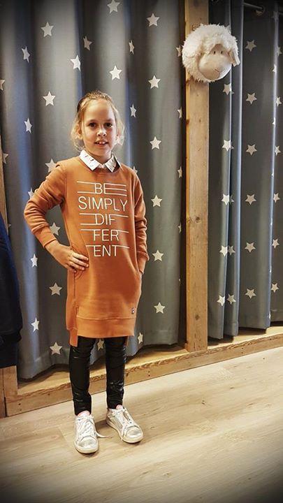 OUTFIT VAN DE DAG   Lynn in een coole outfit van Tumble 'n Dry, Retour Jeans en...