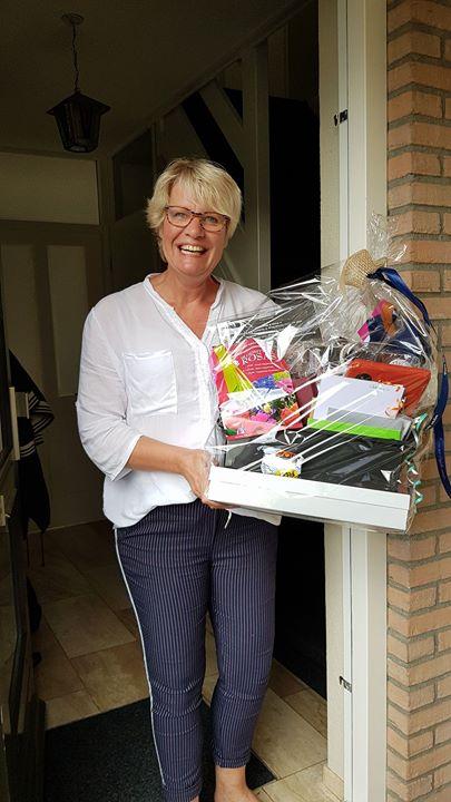De winnares van de HHV-vaderdagmand is Karin Stam uit Holten!   De winnares van ...