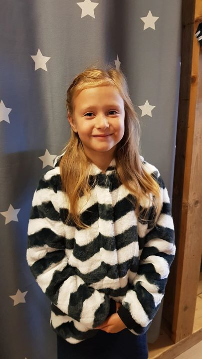 Noalie happy in haar fluffy winterjas van Tumble 'n Dry!
